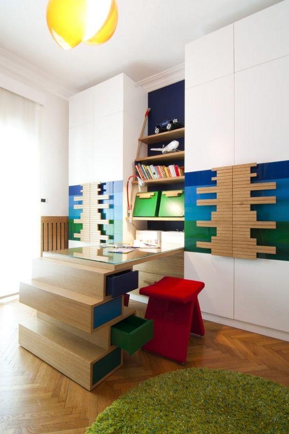 Kinderzimmer schreibtisch-Design regale-Wand gestaltung Hocker-rot Hohe Decke