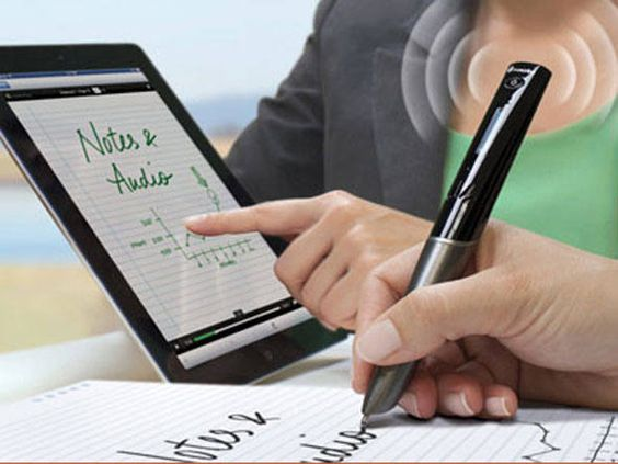 Além de escrever com tinta, a Smartpen digitaliza ideias colocadas no papel.