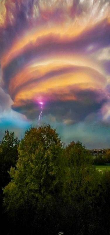Lightening Swirl Lon moment love
