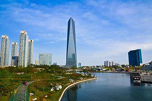 Incheon (인천) está situado na região metropolitana de Seul (서울; Seoul) onde fica o maior porto industrial do país.