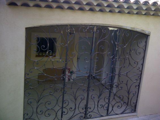 Nos mod les de grilles de portes et de fenetres en fer forg idees grilles de porte pinterest for Porte et fenetre en fer