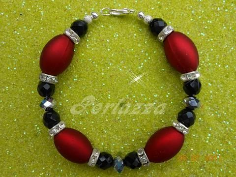 Armkette Rouge by perlazza, Ein sehr schönes mit liebe hergestelltes Perlenarmband aus Glasschliffperlen mit Strassrondellen als ...