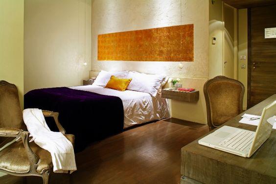 Vista general de una de las habitaciones Deluxe  del Hotel Neri. Las #habitaciones #Deluxe son más espaciosas y tienen vistas al barrio Gótico de Barcelona.