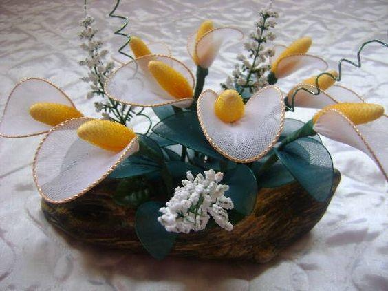 Com flores de meia de seda