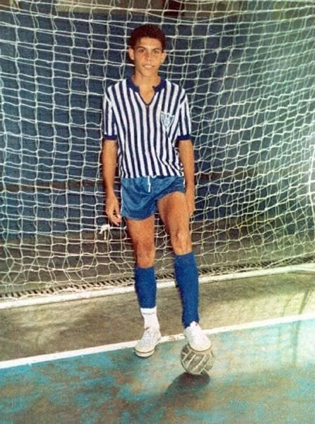 1991. Ronaldo began his sport career in futsal