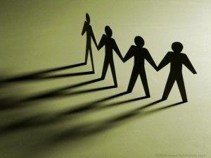 Paz seja convosco!  Palavra para meditação: Somos responsáveis uns pelos outros  O Senhor perguntou a Caim: Onde está o seu irmão Abel(Gênesis 4:9)  Desde o início, dica claro que Deus coloca prioridades nos relacionamentos familiares, ou seja, os fraternais.  O marido tem a responsabilidade de vigiar pela sua família, a esposa o mesmo, uns velando pelos outros.  Nos tempos atuais, as pessoas não querem se responsabilizar por muito tempo com as pessoas de seu relacionamento(família):