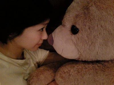 クマと見つめあう宇多田ヒカル