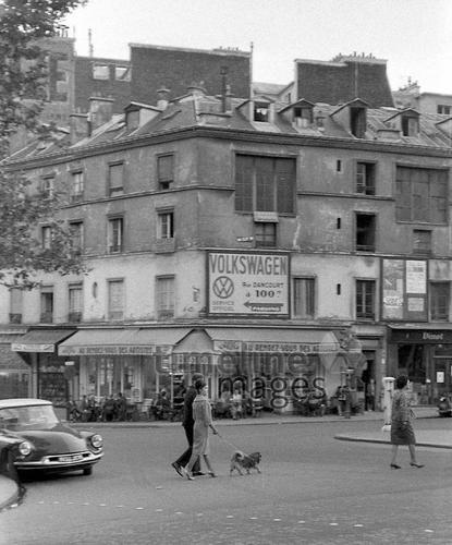 Citroen DS und eine Staße in Paris, 1962 Juergen/Timeline Images #60s #1960s #60er #StreetPhotography #Straßenfotografie #Frankreich #Volkswagen