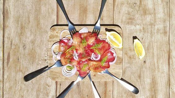 Abaixo está a receita do Salmão gravlax com molho de mostarda Dijon e dill, sugestão do chef Alexandre Cymes.