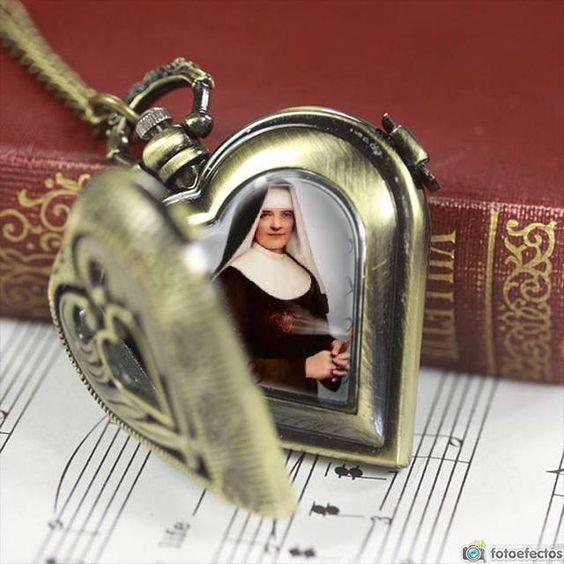 fotomontaje defotomontaje-reloj-bolsillo-dorado-corazon 2515