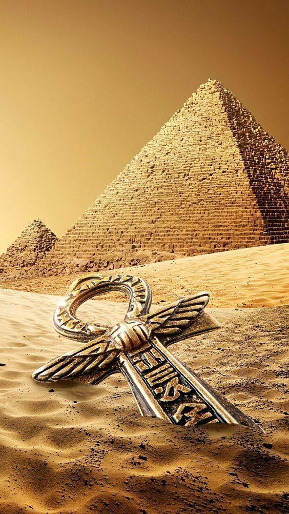 Bezoek Cairo, de hoofdstad van Egypte, bezoek Giza-piramides, zeil over de Nijl. Je kunt een bezoek brengen aan de piramides van Gizeh, het Egyptisch museum met de schatten van de koning Toetanchamon en de oude bazaar Khan el Khalil in één dag Excursie per vlucht vanuit Hurghada Als je meer wilt weten over de grootste Arabische stad, kun je kiezen voor twee daagse excursies met overnachting in le Meridiens Pyramids, open je hotelvenster en zie je de piramides van Gizeh.