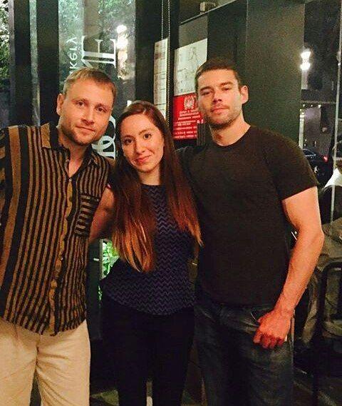 Brian J. Smith com uma fã ontem a noite na cidade do México e com o Max Riemelt. #sense8 #brianjsmith #maxrielmet