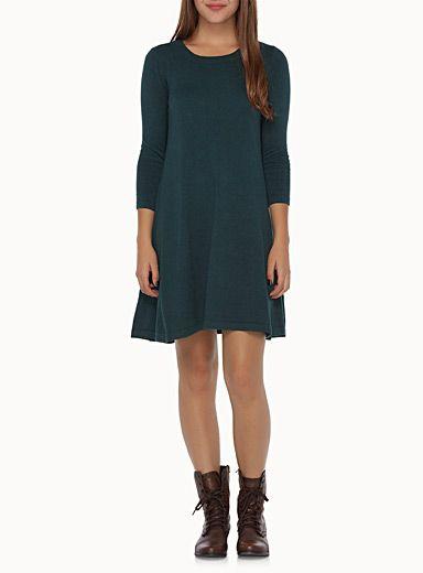 Exclusivité Twik     Envie de mettre une robe tout en étant au chaud dans un pull ? Cette robe tricot est pour toi !   Soyeux tricot stretch avec une touche de modal   Forme ample et évasée pour un look dansant   Le mannequin porte la taille petit