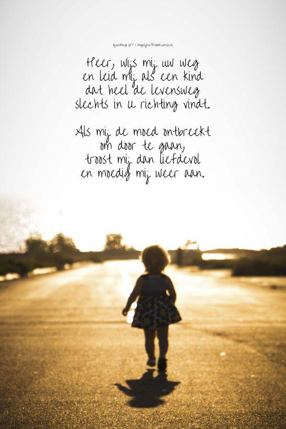 Heer, wijs mij uw weg en leid mij als een kind dat heel de levensweg slechts in U richting vindt. Als mij de moed ontbreekt om door te gaan, troost mij dan liefdevol en moedig mij weer aan. Opwekking 687  #Kinderen, #Moed, #Opwekking, #Weg  https://www.dagelijksebroodkruimels.nl/opwekking-687-v2/