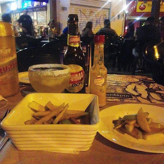 Segredinho da Tata ( palitos de maçã verde com especiarias e aceto balsãmico ) . Outro petisto vegano delicioso do buteco da esquina! Acompanha Cozumel de cerveja Zero alcool( na verdade descobri que gosto do lúpulo e não do alcool da cerveja) #lunch #comfortfood #veganfoodporn #veggiebuzzing #eatplants #foodshare #brasil #forksoverknifes #food #goiania #govegan #dinner #alimentofit #instafood #veganfood #comidadeverdade #vegan #veggie #vegansofig #veganfoodshare #vegetarian #vegetariano…