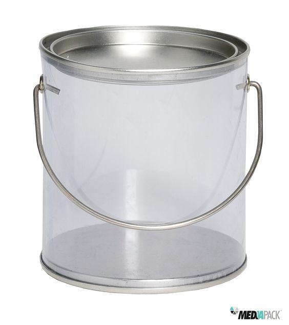 Embalagem com tampa, fundo e pega em metal e corpo da embalagem em acrílico transparente.