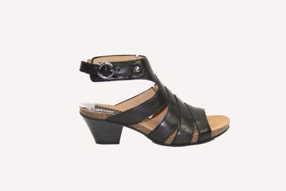 Gabor sandaal  € 99,90  Sandaal van Gabor met een klein hakje en enkelband met gespsluiting  Model: 24823.57
