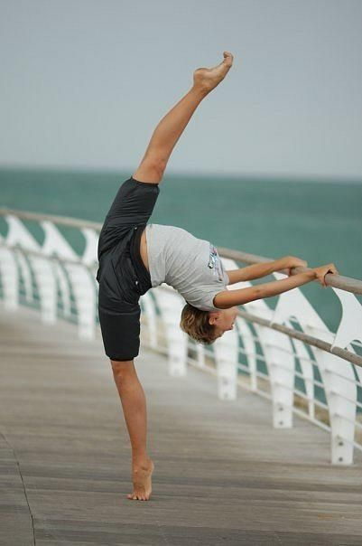 This happens to me all the time, just walkin down the boardwalk and bam my leg goes up all pointed and beautiful