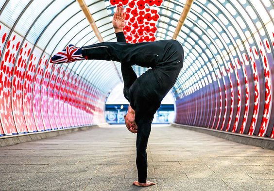 Beautiful Yoga Poses in Famous Cities – Fubiz Media