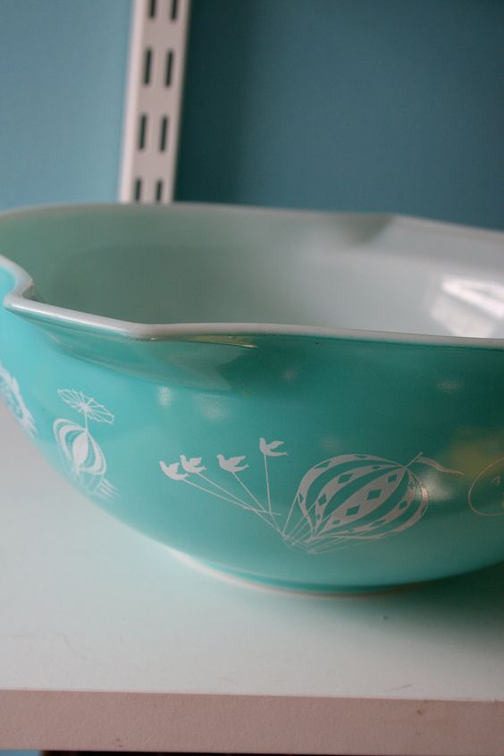 The Pyrex pattern that I want the most - Balloons!! Way too awesome!