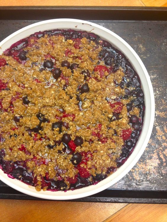 Raspberry Blueberry Crumble | cinnamon freud