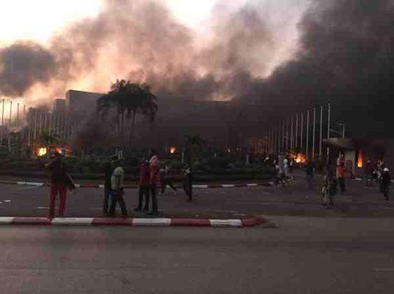 Gabon - L'Assemblée nationale incendiée par des manifestant