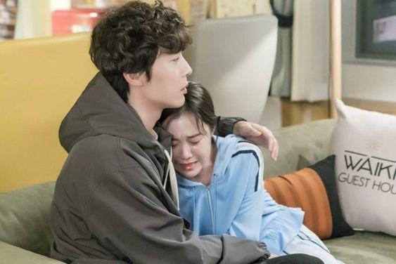 "Kim Ye Won Breaks Down Crying In Shin Hyun Soo's Arms On ""Welcome To Waikiki 2"""