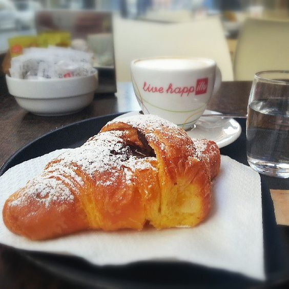 I found this small and delicious bakery not for from our apartment in #bologna with delicious breakfast and great coffee with great prices. A croissant and cappuccino 2, 20 €.#blogville - Instagram by @Sebastian