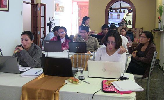 Nuestros alumnos tomando un pequeño break en el Diplomado de Auditoria Médica Basada en la Evidencia realizado en la ciudad de Chiclayo.
