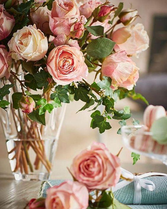 Безусловно, живые цветы – великолепное украшение любого помещения, прекрасный подарок и просто источник позитива и хорошего настроения.…