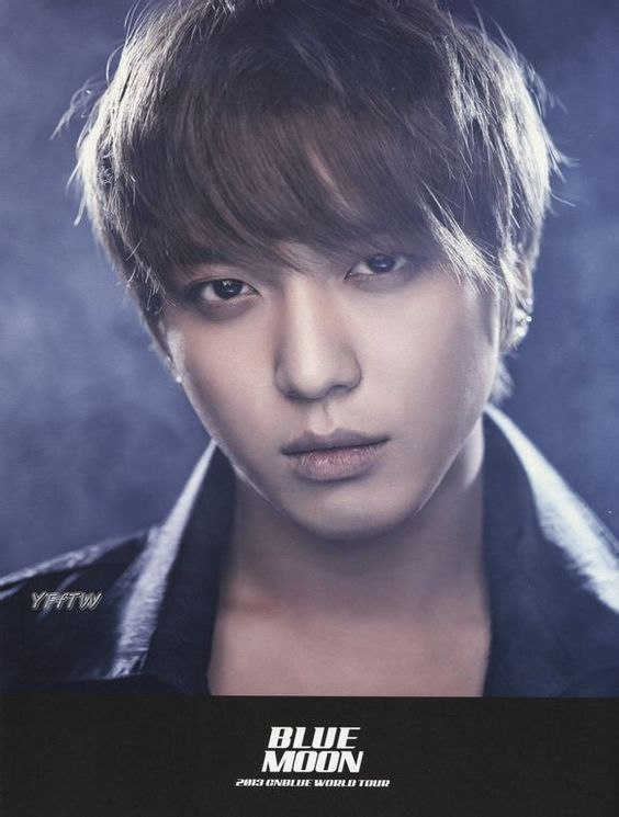 vivitdnboice: [SCANS] JUNG YONGHWA - BLUE MOON post cards & Booklet cr: YFfTW