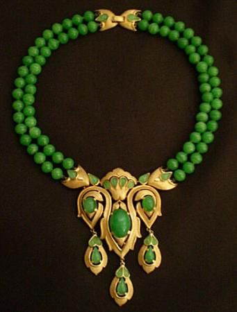 Gorgeous green vintage Trifari necklace
