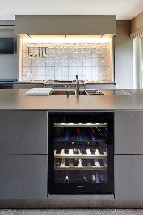 bulthaup   b3 keuken met wijnfrigo   realisatie door b brussels   bulthaup belux   kitchen