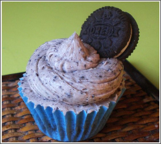 Mini cupcakes de Oreo  http://mundo-larpeiro.blogspot.com.es/2014/03/mini-cupcakes-de-oreo.html