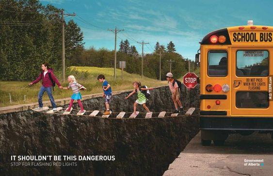 5. 過馬路不應該那麼危險:閃紅燈就停下來。