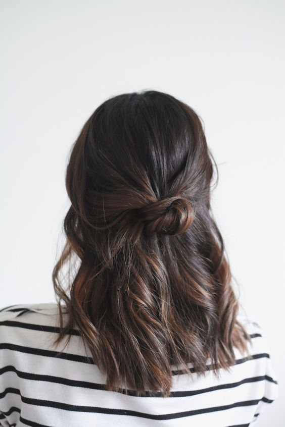 Hair Tutorial half up knot - 5 minute hairdo for busy mornings.