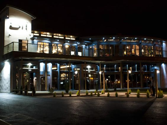 Si! Cafe Bar Restaurant taking Irvine by storm. Part of the Simpsinns group of hotels and restaurants. Stunning interiors