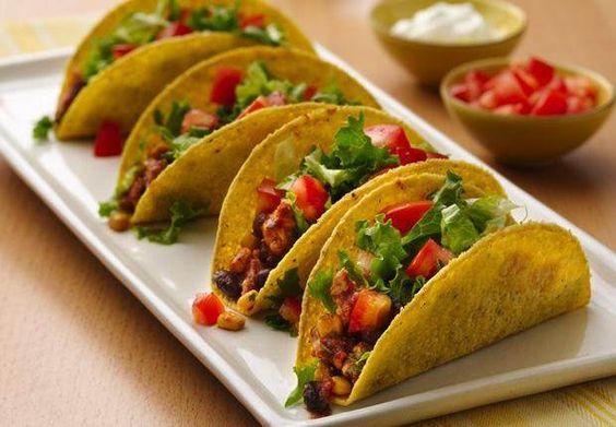 Mageres Putenhackfleisch, knackiges Gemüse und herzhafte Salsa, alles zubereitet im Schongarer, ergeben eine leckere und einfache Taco-Füllung.