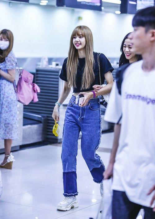 Blackpink Lisa Fashion Official Korean Fashion Blackpink Fashion Fashion Airport Fashion Kpop