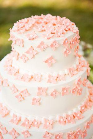 pink petal #wedding #cake | Jacqueline Campbell