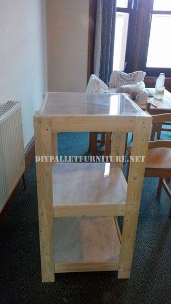 Scaffali pallet e un tavolo per il soggiorno 1