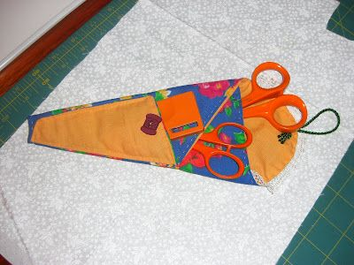 GUARDA TIJERAS: Grouped Tutorial, Agrupadas Tutorial, Crafts To Sew, Guard Scissors, Sewing Wallets, Patchwork Sewing