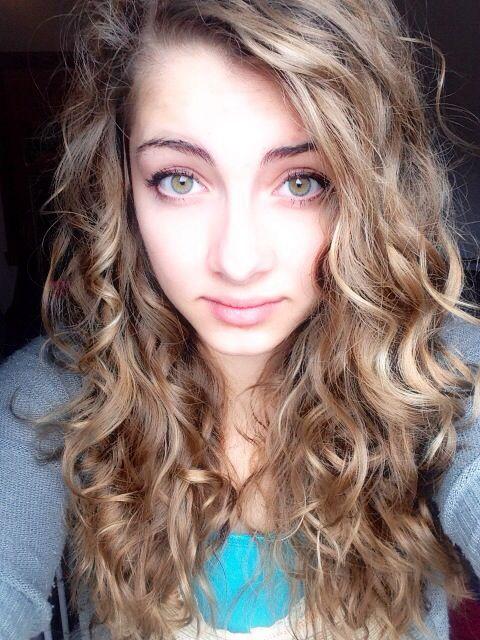 Curly hair\/Wavy hair tutorial: 1. Wet your hair and run mousse through ...