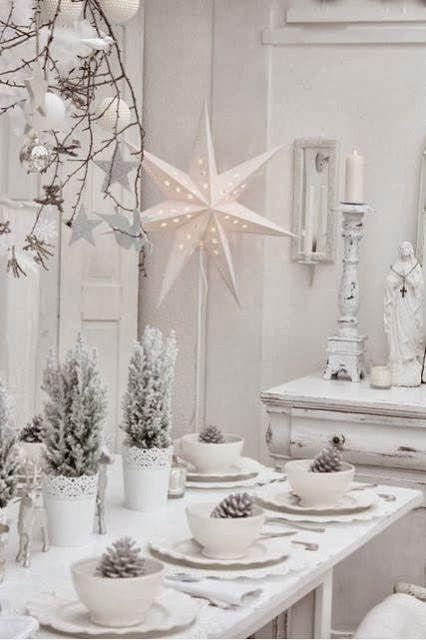Ideas para decorar la mesa de navidad plato originals - Centros de mesa con pinas ...