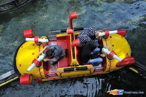 7/14 | Photo de l'attraction Splash Battle située à Walibi Holland (Pays-Bas). Plus d'information sur notre site www.e-coasters.com !! Tous les meilleurs Parcs d'Attractions sur un seul site web !!