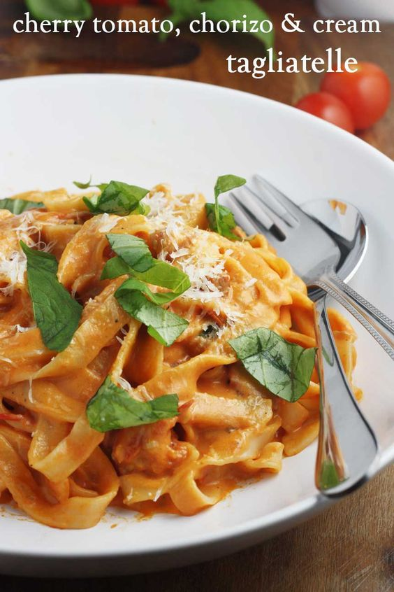A comforting & tasty pasta in a cherry tomato, chorizo & cream sauce. Perfect for busy days!