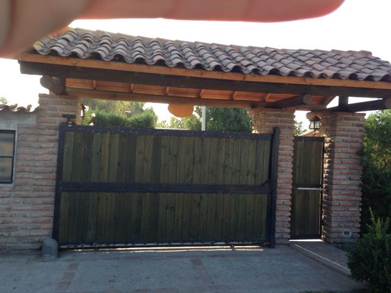 Modelo de porton de entrada a la casa campo pinterest - Puertas de entrada de casas ...