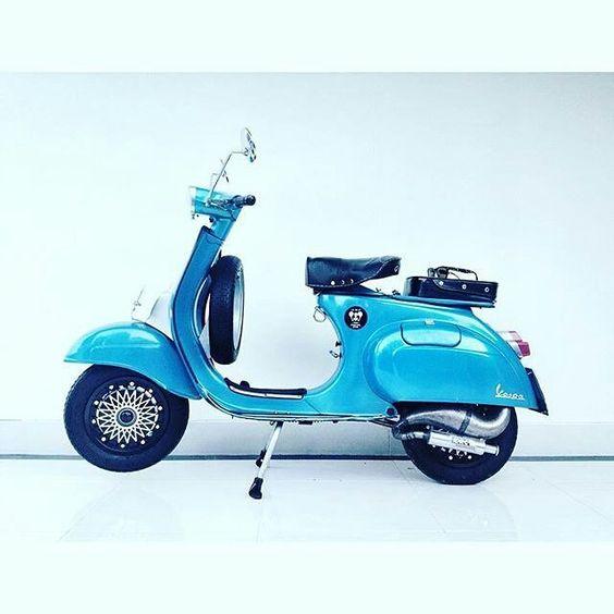selamat malam friends, sibuk apa malam ini? . . . . #Repost @yudiadiwedana #MSC #mabua #scooter #club #clasic #vespa #pts #100 #smallframe #smallframeindonesia