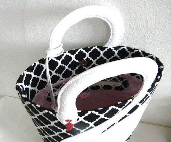 Quatrefoil Pattern White Leather Swan Bag Tote Purse by VaVaRa: