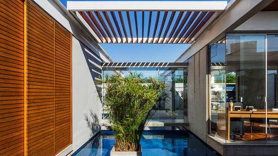 PATIO INTERNO. Diseñado para aumentar el espacio interior de la casa.